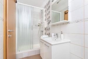 trokrevetna soba wc1